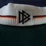 2000-02 Away, collar reverse