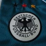 1998-2000 Away, crest detail